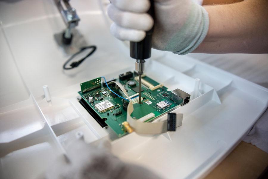 Fried Kunststofftechnik übernimmt die Montage von zusätzlichen Bauteilen
