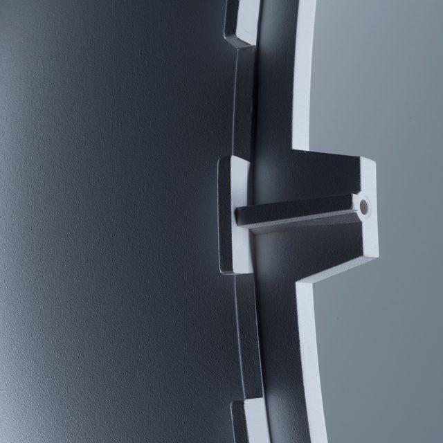 Fried Kunststofftechnik stellt eine feste und dauerhaft formstabile Kugelform für ein Perimter her.