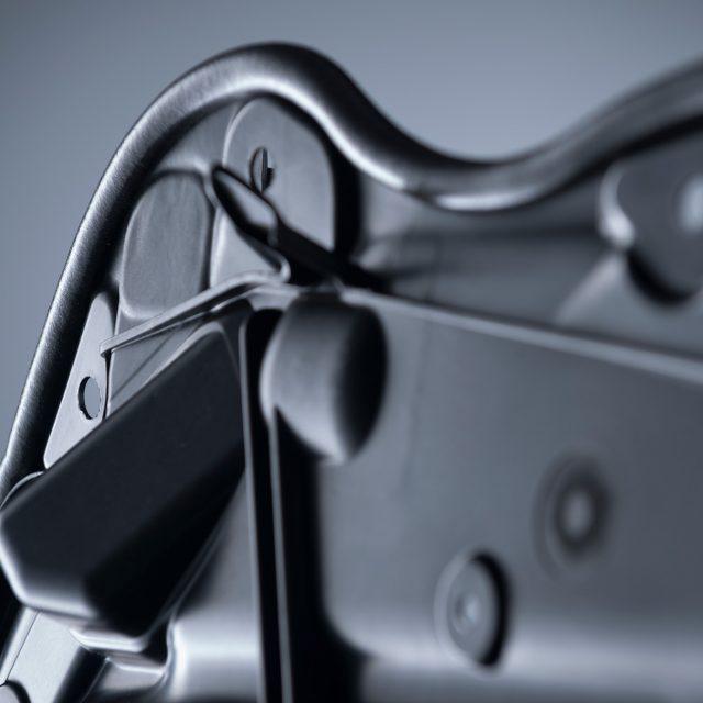 Fried Kunststofftechnik entwickelt für den Stuttgarter Sportwagenhersteller die Innenverkleidungsteile aus Kunststoff
