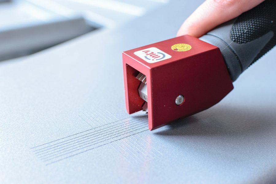 Kunststoffgehäuse kontrollieren: Farbe, Glanzgrad, Haftung, Schichtdicke, Struktur