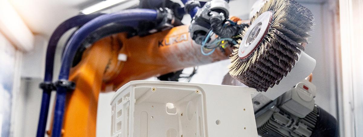 Oberflächenbehandlung und Reinigung der zu lackierenden Flächen in der Kunststofftechnik