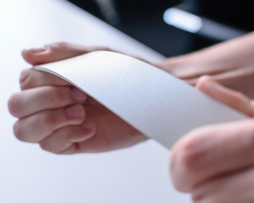 Prüfung von lackierten Oberflächen bei Fried Kunststofftechnik